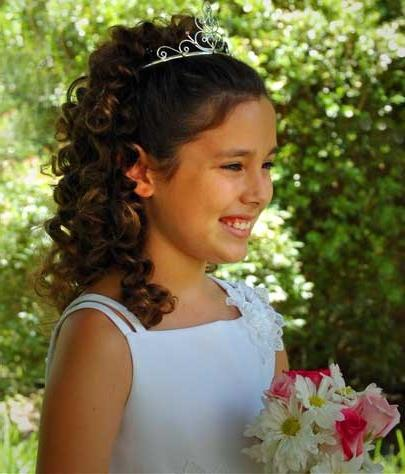 Hairstyles at the graduation in the Greek style for girls